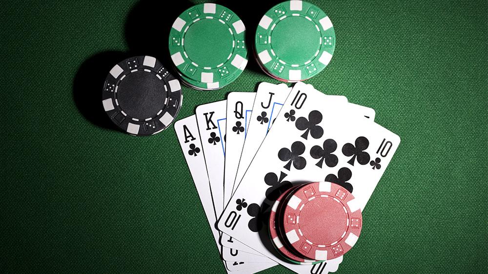 Грати в покер